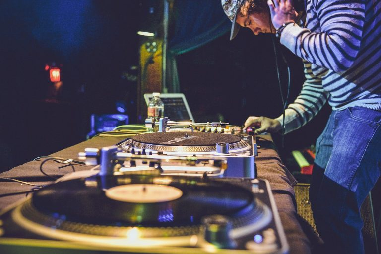 Tips for Hiring a Great DJ