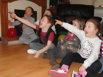 Kid's reacting at Eugene Corr's magic trick