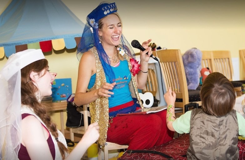 What is a kid's party entertainment package?