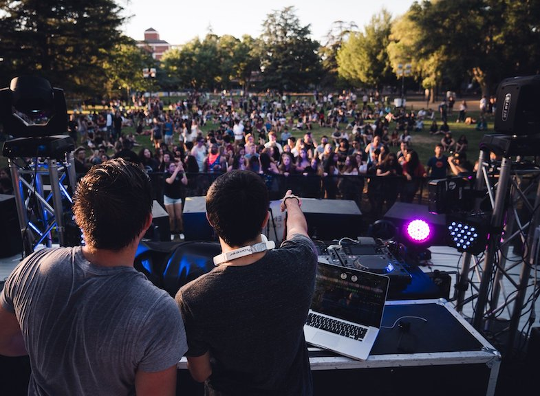 Read more about the article Tips for hiring the best DJ